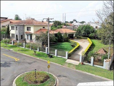 Casa de Luxo em Condomínio Fechado - Área total de 1800m² e Útil de 550m²